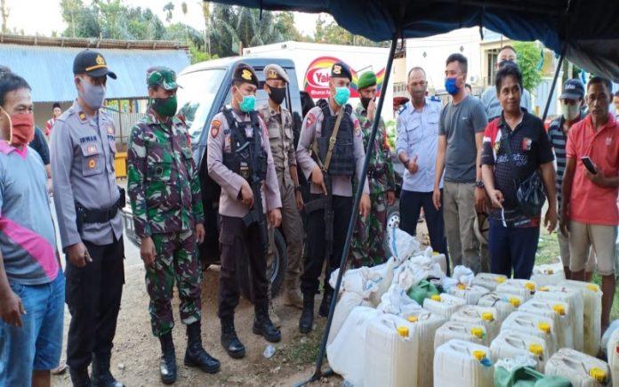 3000 Liter Miras yang diamankan petugas gabungan di posko perbatasan Gorut dan Bolmut