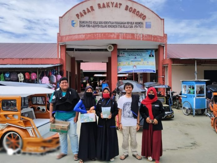 Sejumlah kader PPMIBU usai melakukan penggalangan dana untuk korban banjir di Gorontalo, Sabtu (13/06). (Foto : Istimewa)