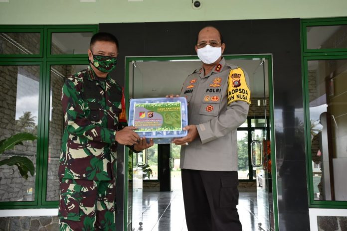 Kapolda Gorontalo Irjen Pol. Dr.M. Adnas, M.Si bersama Danrem 133/NWB Brigjen C.zi Bagus Antonov Hardito. (Foto : Istimewa)