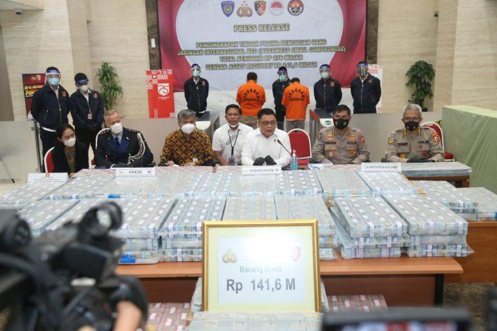 Konferensi pers di Mabes Polri, Jakarta, Rabu (16/12/2020).