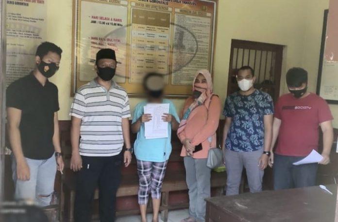 Team Pandawa Polres Gorontalo bersama tersangka pelaku judi toto gelap (togel), (Foto : Istimewa)